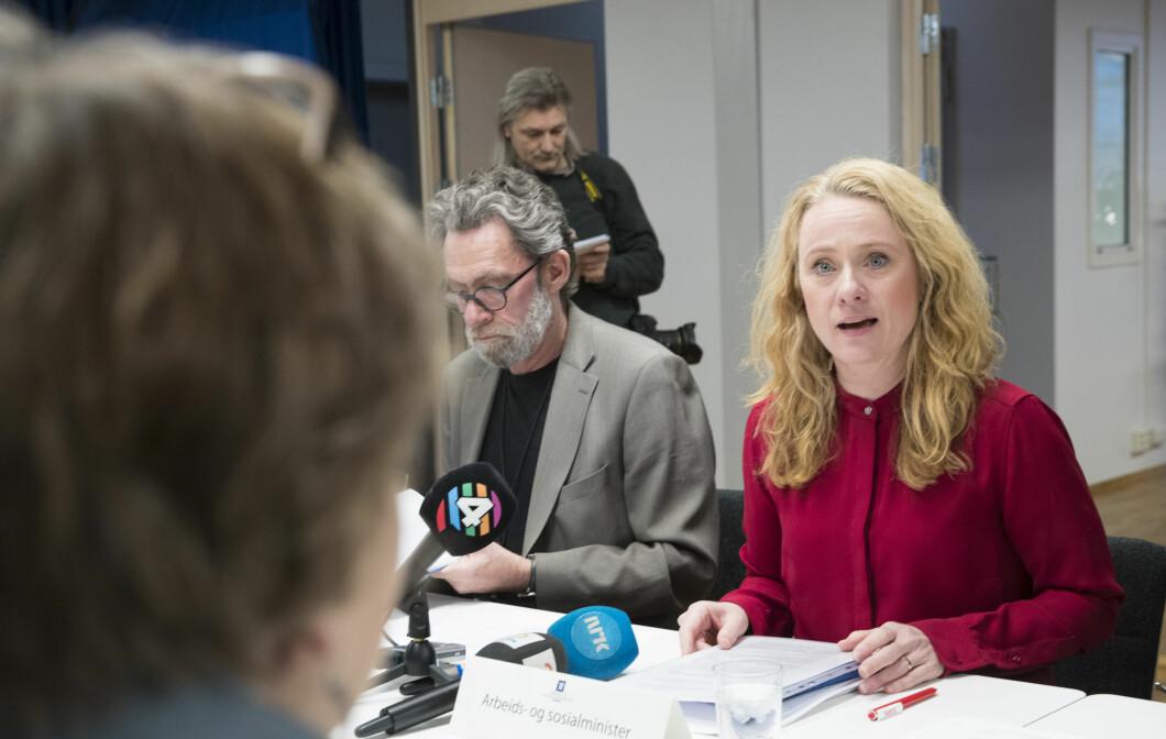 Oslo 20180207. Arbeids- og sosialminister Anniken Hauglie (H) leder forhandlingene om ny offentlig tjenestepensjon. Arbeidsministerens spesialrådgiver på pensjon Roar Bergan til venstre. Foto: NTB Scanpix