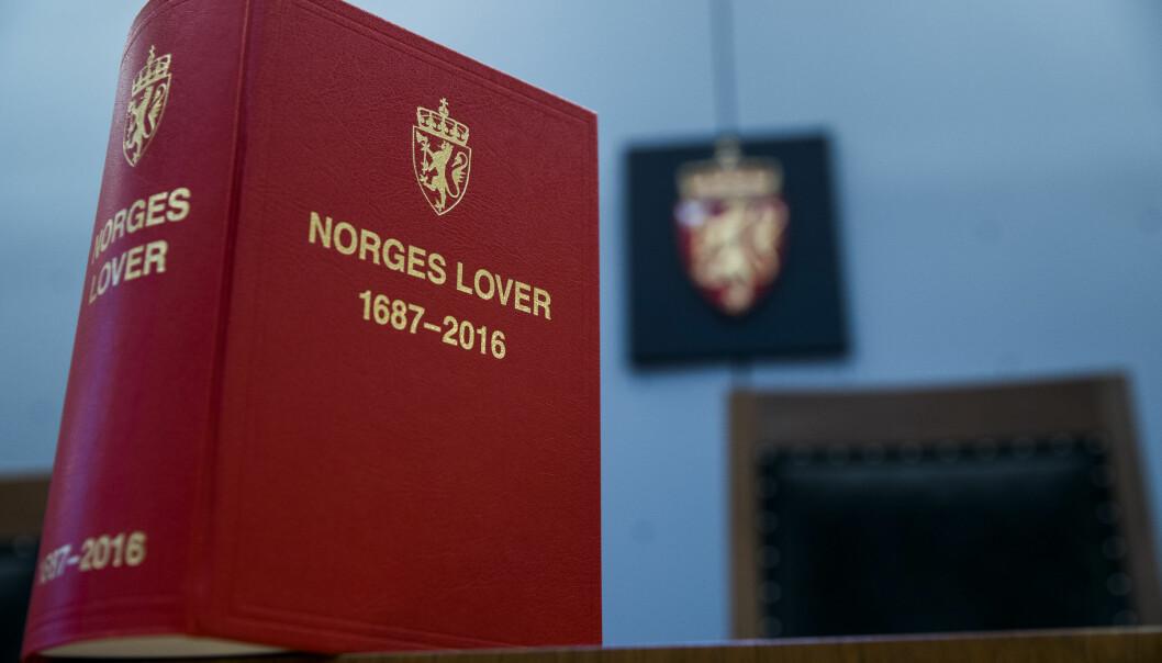 OSLO  20171124. Oslo Tinghus. Interiør rettssal, Norges lover, riksvåpen. Foto: Berit Roald / NTB scanpix