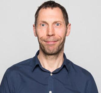 Professor i ledelse ved Høyskolen Kristiania Tom Karp. Foto: Høyskolen Kristiania.