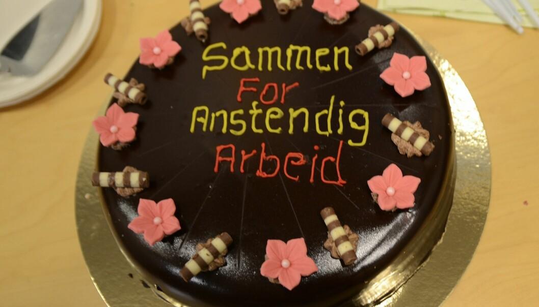 Kaka som ble fortært i Fellesforbundets lokaler 29. mai, med Jonas Gahr Støre og Knut Arild Hareide som hedersgjester. Foto: Torgny Hasås