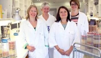 Fra venstre HR-rådgiver Lone Bakken, Verneombud May Lilly Colban, Divisjonsdirektør Janne Pedersen og HMS-rådgiver Randi Clutch. Foto: Ahus