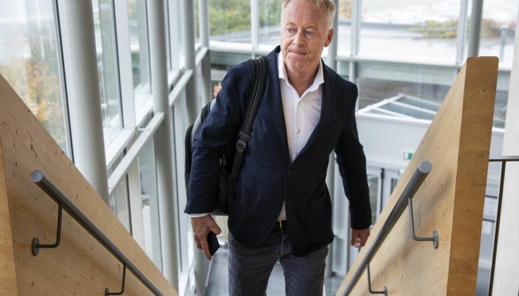 Jonny Enger, tidligere leder i renovasjonsselskapet Veireno, på vei inn i Follo tingrett. Foto: NTB scanpix