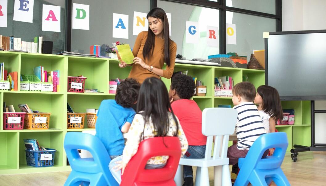 Arbeidsinnvandring skaper språklige utfordringer på mange arbeidsplasser, deriblant i barnehager. Illustrasjonsfoto: Shutterstock.