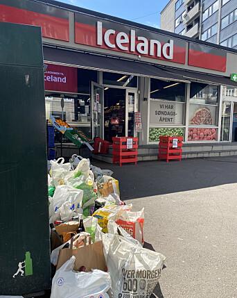 FULL CONTAINER: Rotet ved containeren lå rett ved inngangen til matbutikken Iceland Mat.